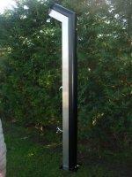 Šikmá solární sprcha v nerezovém provedení se standardní růžicí