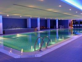 Betonový bazén s keramickým obkladem