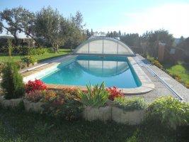 Venkovní bazén se zastřešením